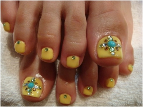 TOENAIL IDEAS: Turquoise and Yellow