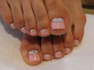 TOENAIL IDEAS: Pink and Jewels