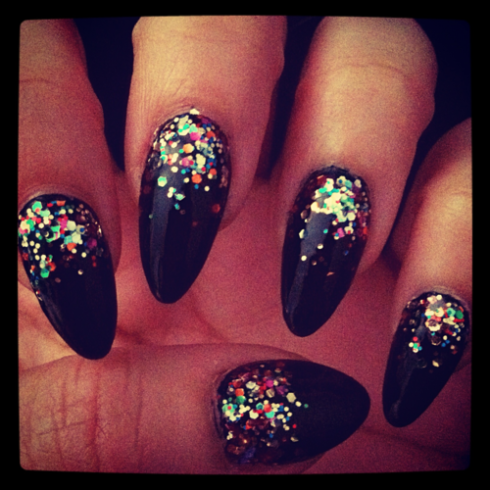 NAIL IDEAS: Glitter Stiletto Nails